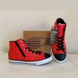 NEW BOYS WARM SNEAKERS Red, Size 5 (23cm)